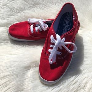 Women's red Jed's size 8